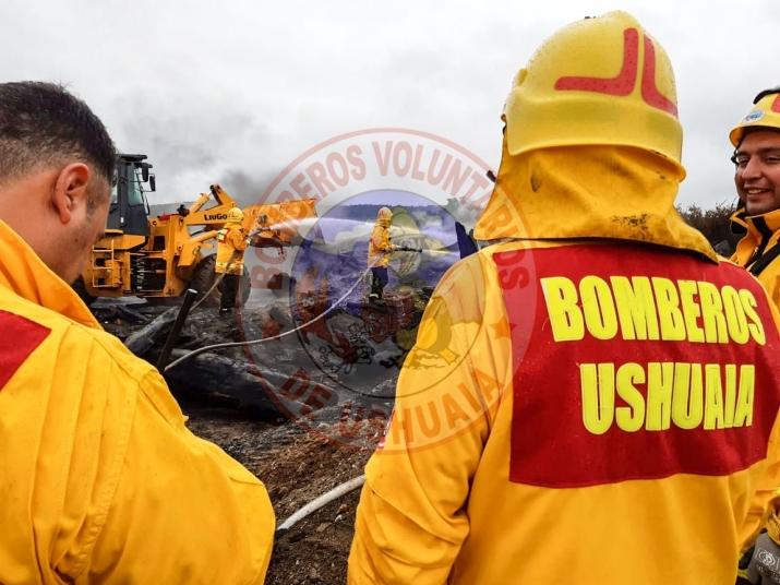 Se concurre a las operaciones de extinción del incendio forestal en Tolhuin