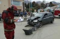 Violenta colisión vial en Kuanip y Namuncurá, Tres lesionados